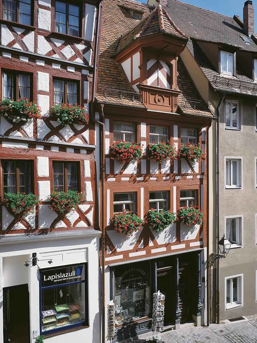 Building at Albrecht-Dürer-Straße 30